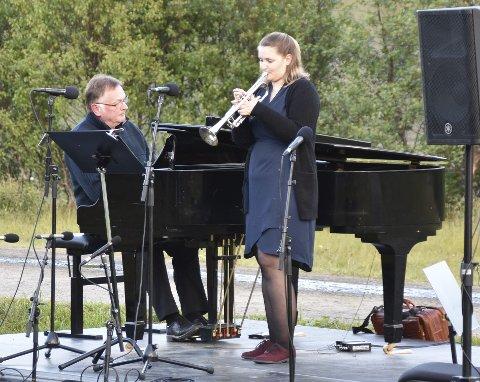 VED RONDANE: Kristine Brennesvik-Karlsen framførte Ved Rondane, ledsaget av Andrey Pirozhkov på flygel.