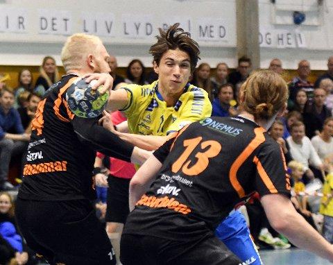 TØFT: Fabian Sandven scoret fem mål på tolv skudd i 28-30 tapet for Halden.