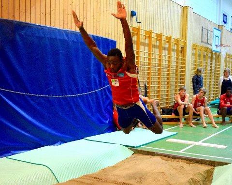 Josue Kongolo satte kretsrekord i lenge uten tilløp med 2,94 meter. Foto: Privat