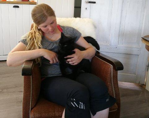 EKKEL OPPLEVELSE: Heidi Johanne Havnås synes det er forferdelig at noen kan få seg til å skyte på et uskyldig dyr som katten Kjell. Foto: Privat