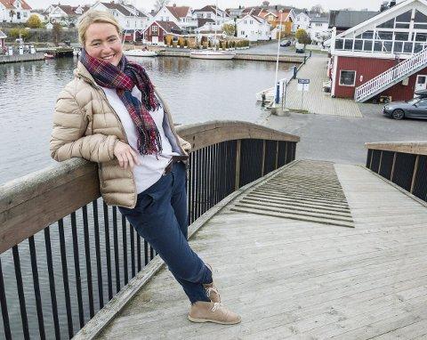 Fornøyd med sommeren: Staverns Havnevertinnen Inger Kristine Grønvold kan se tilbake på en vellykket båtsesong i Stavern, til tross for mye dårlig vær. Foto: Kjersti Bache