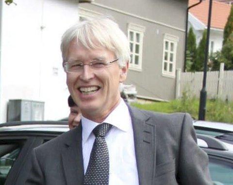 Advokat Johan Henrik Frøstrup mener fellesrådet er lovpålagt å høre på velgernes beslutning. – 62 prosent er et klart flertall.