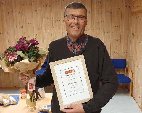 Alf Elling med diplom og blomster etter utnevnelsen