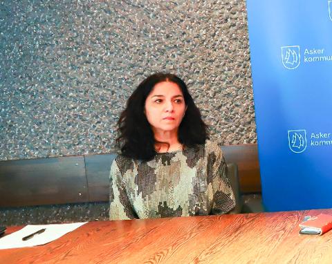 KOMMUNEOVERLEGEN: Meera Grepp oppfordrer publikum til å følge med på kommunens hjemmesider for oppdatert informajson om smittevernregler.