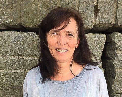 I FULL JOBB IGJEN: Ann Mari Bergtun i Sandefjord kunne ikke jobbe fullt da sønnen Markus bodde hjemme. Etter å ha fått nei til pleiepenger, ble det en tøff tid. Nå er hun imidlertid i 100 prosent jobb.
