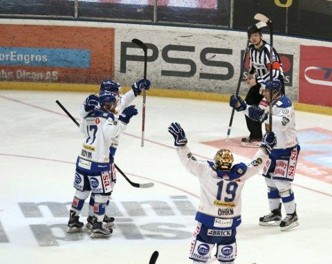 KUNNE JUBLE: Eirik Børresen har scoret seiersmålet og Sparta kan slippe jubelen løs for seier.   FOTO: Dagfinn Heidenberg