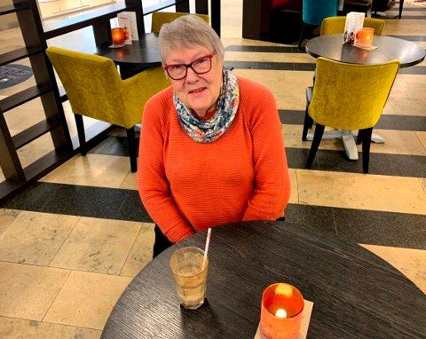 VILLE HA HJULPET: Eva Helene Erntsen har i mange år hatt ansvar for en pleietrengende. - En støttekontakt ville ha hjulpet meg mye, sier hun.