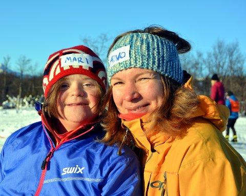 Valdriser: Mari Thon (11) har Aino Otervik fra Vang som ledsager under Barnas Ridderuke.