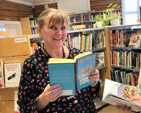 Bibliotekar ved Frogn bibliotek, Helene Stubberud og familien har en ekstra kreativ påsketradisjon. Foto:  Arkiv/Mariann L. Dahle.