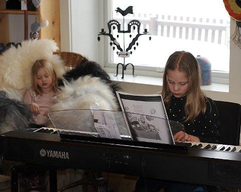 Bifrost: Svanhild Ryen på piano med låten Akkurat no.