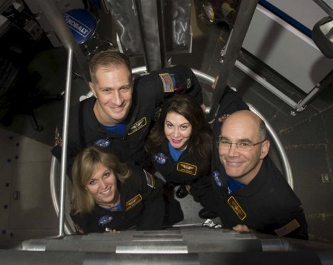 Ulyana Horodyskyj (t.v.) og de andre medlemmene av NASAs HERA XII.