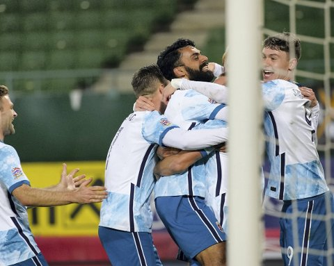 Norge med Ghayas Zahid i midten scorer under kampen i Nations League mellom Østerrike og Norge.