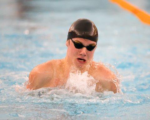 TO MEDALJER: Alexander Kopland Borsheim innledet junior NM med bronse på 50 meter bryst i et veldig bra felt. Han ble også to på 50 butterfly.