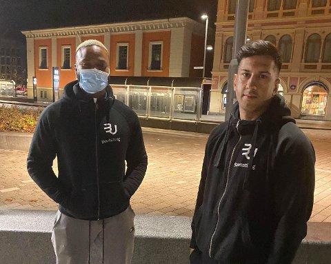 F.v.: Victor Logan og Hassan Etminan i BevisstUng dro til sentrum natt til onsdag. Der håpet de å snakke fornuft med ungdommer som skal ha vært involvert i slagsmålet i Drammen tirsdag.