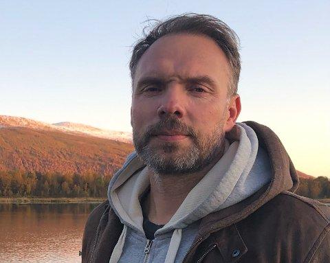 Smittevernlege Lars-Erik Fikke opplyser om høy smittetrend i nabokommunene til Enebakk.
