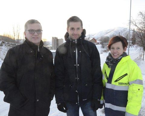 HHHHH: Kjell-Hugo Solheim (t.v.) er glad for å ha fått positive signaler fra både Kjøpsnes idrettslag og Trivsel i bygda, her representert ved Henrik Østergaard og Wanja Skjellnes, som begge synes det er hyggelig å bli forespurt om å bidra under Norcem-vekka neste sommer.