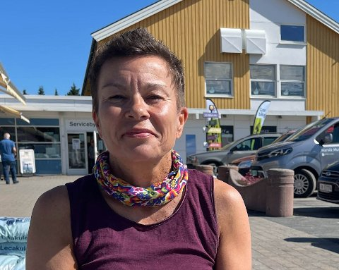 HÅRREISENDE: Monica Svendsen (52) mener det er hårreisende at de lokale ikke får bruke bassenget.