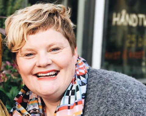 HØSTLIG LOPPEMARKED: Andrea Laprecht og Ingrid Bendiksen samarbeider om loppemarkedet søndag 29. oktober.