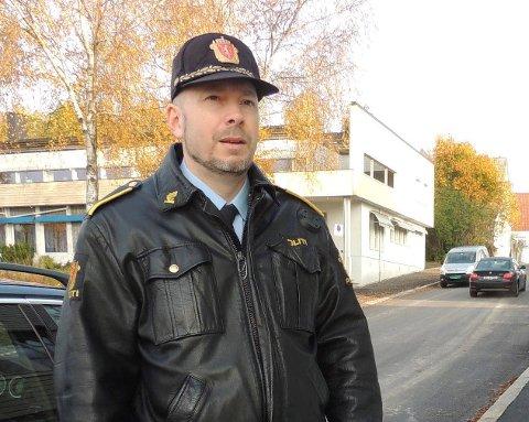 GJENNOMSØKTE: Vidar Andersen forteller at de lette forgjeves etter en kniv på asylmottaket.