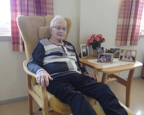 Humør: Gunhild Lillian Ramdahl hadde et aktivt liv inntil hun fikk hjerneslag. Med innlevelse og humør forteller hun imidlertid gjerne om gode opplevelser i sitt 80-årige liv.  foto: tille andreassen