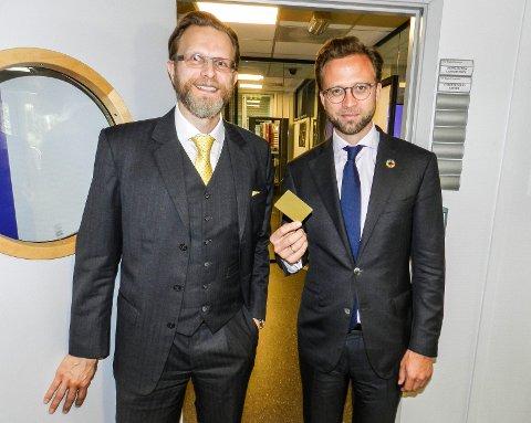 Minister Nikolai Astrup og Tomas Nordlander. IFE. Åpning av to nye laboratorier.