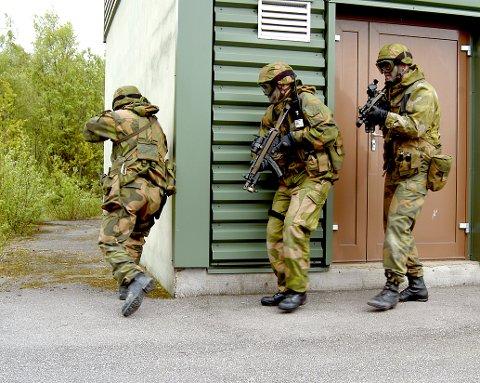 SLIPPER Å MØTE: HV-soldater på Haugalandet får ny ordre. Bildet viser soldater fra HV-016 under en tidligere øvelse.