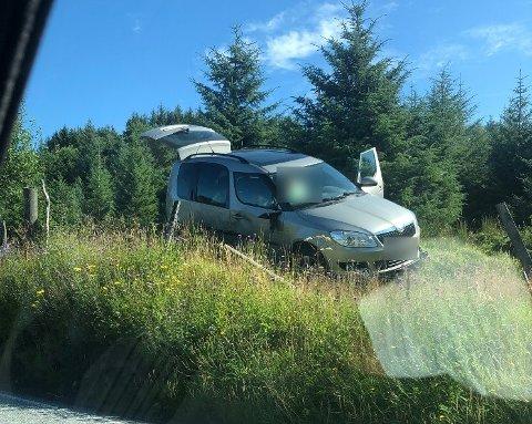 UHELL: Bilen har kommet fra nord, og var på vei mot Haugesund da ulykken skjedde. Sjåføren har trolig kjørt ut i en sving, og førerkort er beslaglagt.