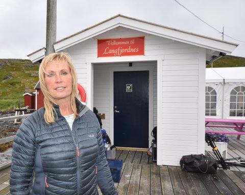 BLE ALDRI SPURT: Ekspeditør Bente Aust på Langfjordnes reagerer sterkt på at ikke hun eller noen av de andre ekspeditørene ble spurt om råd før kriseplanen for LangfjordXpressen ble spikret.
