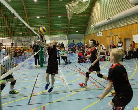 Volleyballgutane på Strand-Ulv i aksjon under NM  i helga. (Foto: Rune Solberg).