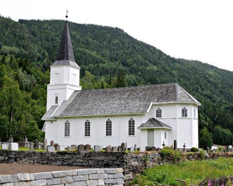 KONFIRMASJONER: Her i Skjønne kirke var det konfirmasjon forrige helg. Nå står Nore og Uvdal for tur.