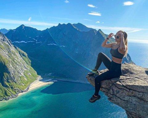 Folkefavoritten Ryten er bare én av mange topper artisten besteg under ferien i Lofoten.