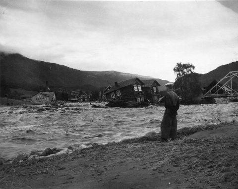 Det er eit trist syn å sjå korleis Finna raserte verkstaden og husa til Berg-karane i 1860.