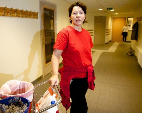 Beate Severinsen, som er hovedtillitsvalgt for fagforbundet, er bekymret over planene om omfattende stillingskutt i Nordreisa. Foto: Ola Solvang