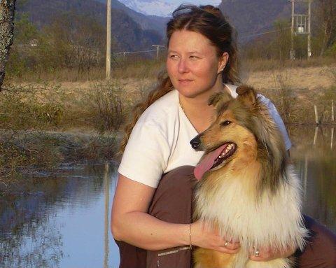 SPORLØST FORSVUNNET: Collien Cara (3) er sporløst forsvunnet. Nå håper eier Lill-Kristin Nilsen at hun får se hunden sin igjen.
