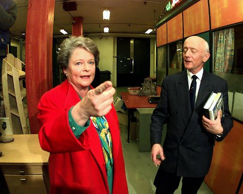 RIVALER: Gro Harlem Brundland (Ap) og Kåre Willoch (H) var kjent for sine mange legendariske debatter på direktesendt TV. Her er de to avbildet på 90-tallet.