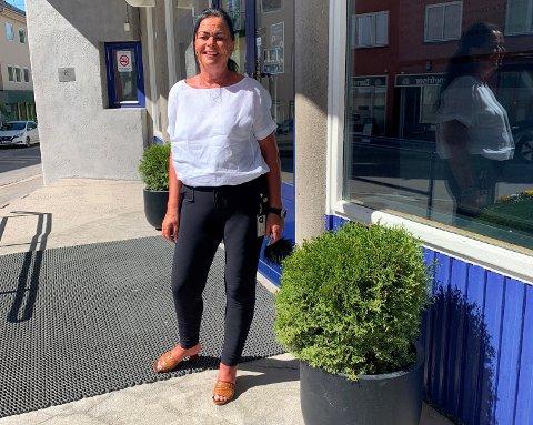 TAKKNEMLIG: Kulturhussjef Mette Kynsveen (57) fra Elverum fikk plutselig sterke hodepineanfall. Dermed ble det oppdaget det som skulle vise seg å være en svulst på størrelse med en mandarin i hodet. – Jeg tør ikke tenke på hva som hadde skjedd hvis den ikke var blitt oppdaget, sier hun.