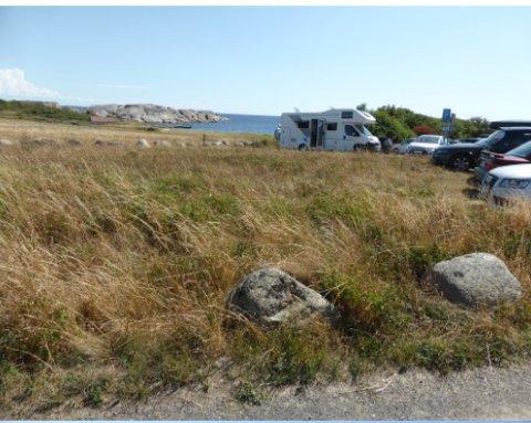 Ivar Næssø har tidligere sendt blant annet dette bildet til kommunen, som viser en bobil som camper her. Han er opptatt av at et forbud opprettholdes også når det innføres avgiftsparkering her.