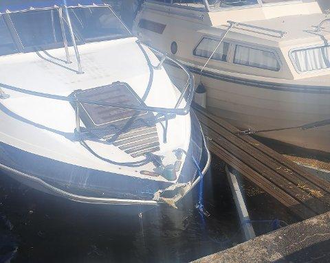 SLO HULL: Denne båten på brua ved Storøya fikk hard medfart i vindværet.