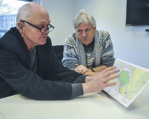 Ny barneskole: Notodden SVs Håvard Bakka (til venstre) og Reidar F. Solberg vil ha utredet nye tomtealternativer for å komme i gang med nye Heddal barneskole: Sem og Haugmotun.