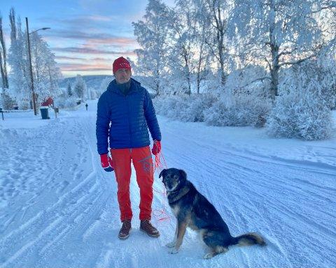 TRAVLE FORELDRE: - Det virker som at foreldrene som kjører barn og ungdom til og fra trening på Nytrømoen har veldig dårlig tid, sier Jan Erik Gjerdalen.