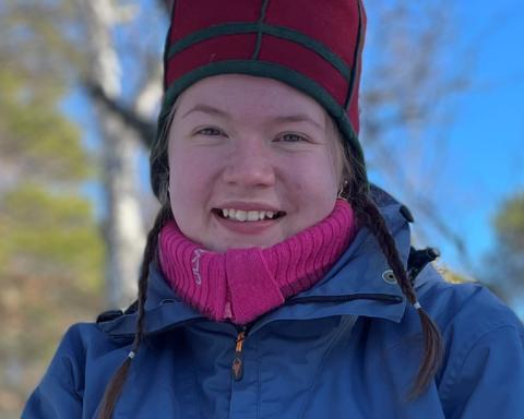 - Jeg vil bli talent ved NRK Sápmi fordi jeg ønsker å være med på å skape og utvikle mer sørsamisk journalistisk innhold, sier Jenny-Krihke Dragsten Bendiksen (20) fra Plaassja/Røros i Trøndelag.