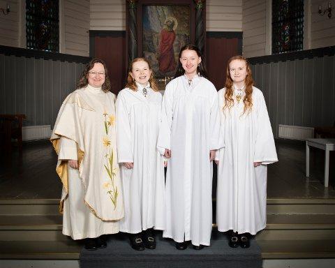 Fra venstre: Prest: Cathrine Grutle, Saga Skjevling Weiseth, Jenny Langholm Axe og Oda Marie Monge.