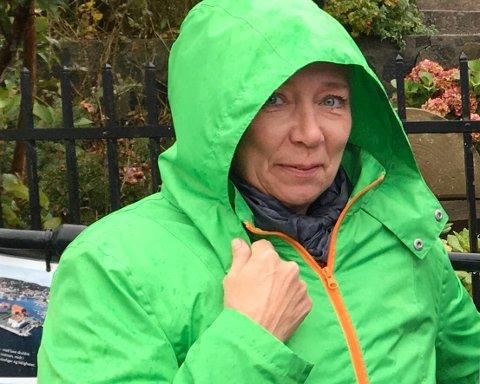 Mona Rhein i Risør By AS er årets pepperkakebyplanlegger. Hun er fornøyd med bidragene som har kommet inn, men tar gjerne i mot flere hus.