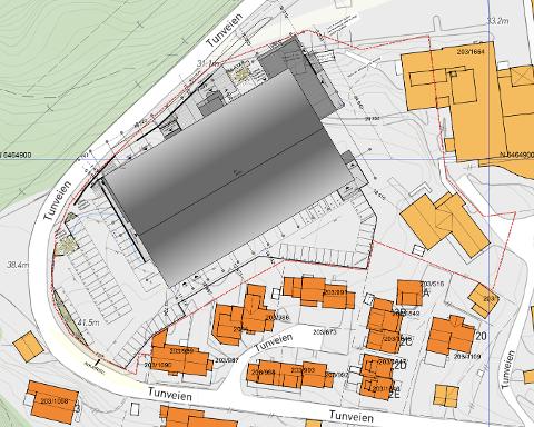 PLANLØSNING: Slik ser plantegningen for hallen ut med P-plasser inn mot de nærmeste naboene.