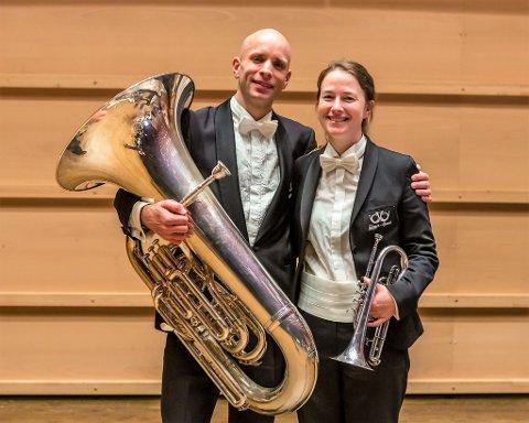 SPESIELL REISE: EM i Sveits er dert siste  for sambuarparet Magnus Brandseth og Marit Holm. - Klart det er vemodig, seier Magnus og Marit, som no gir seg i EBML etter mange år i korpset.
