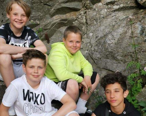 Gutta under innspillinga av musikkvideoen til «Det er sommer» .
