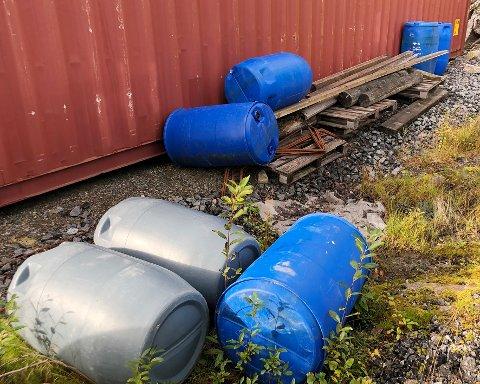 Forsøpling: Forsøplingen etter skjellkonkursen på Forneset  i Hamarøy representerer en forurensningsfare.