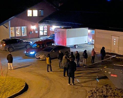 Teststasjon: På det meste har det vært testet nærmere 400 personer på én dag i Hamarøy.– Vi har utarbeidet et godt system for hvordan vi skal gjennomføre massetesting., sier ordfører Britt Kristoffersen.