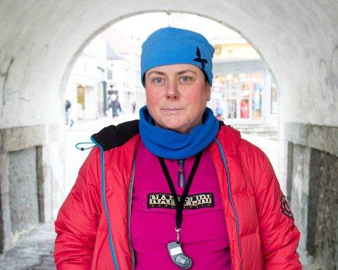 Åse Birkhaug er en av dem som er skeptisk til myndighetenes vaksineråd.