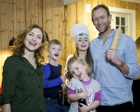 Familien Brufladt Kleppes dokumentar sendes førstkommende mandag. Fra venstre: Ida Kleppe, Harald (5), Olivia (3), Vera (8) og Sverre Brufladt.